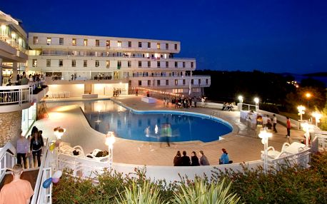 Populární chorvatský hotel Delfin v oblasti Poreč