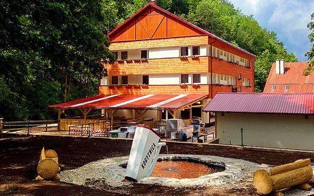 Jarná turistika pod Donovalmi pri prameni Korytnice