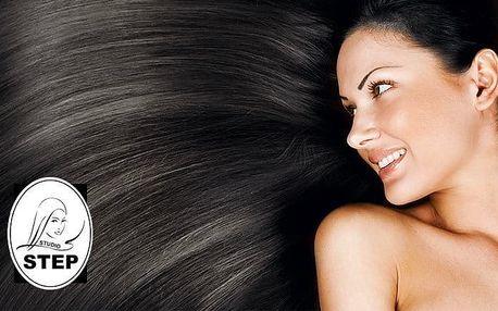Regenerace vlasů brazilským keratinem nebo narovnání vlasů v studiu Step v Praze