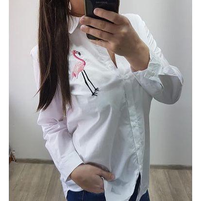 Dlouhá dámská košile s potiskem Devona - bílá s plaměňákem - SLEVA