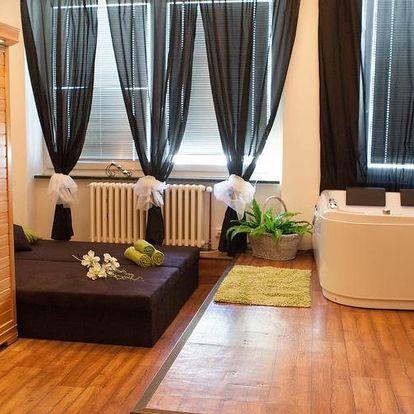 Privátní vířivka, sauna a láhev sektu v délce 60 až 120 minut v Hotelu Golf