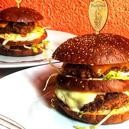 Special burger s čedarem a mozzarellou pro 2