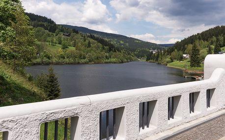 Léto ve Špindlu v Apartmánech Labská s výhledem na jezero