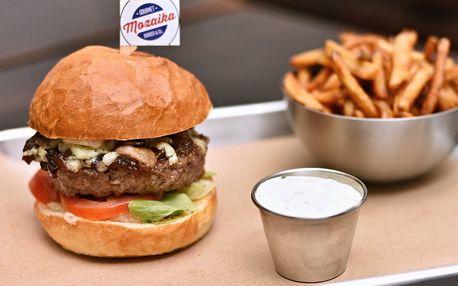 Hovězí nebo jehněčí burger, hranolky a pití