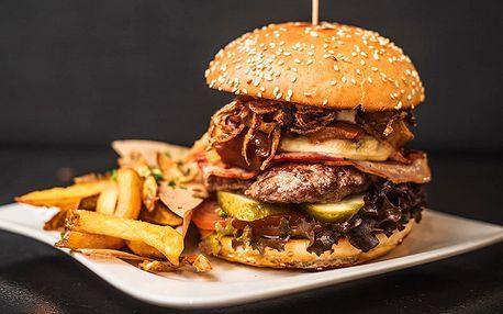 Šťavnatý burger s domácími hranolky a nápojem