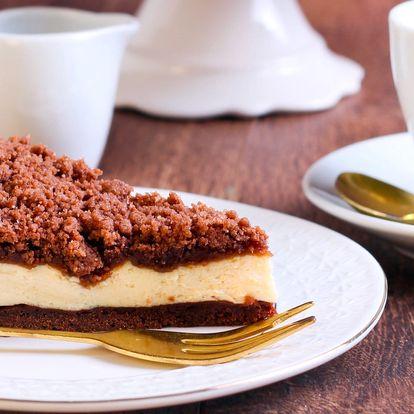 Domácí dortíky s horkým nápojem
