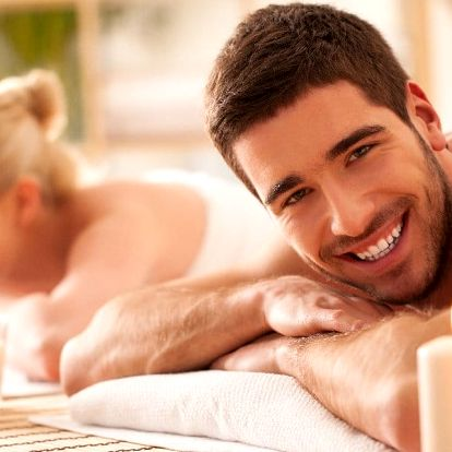 Relaxační párová masáž a přípitek k tomu