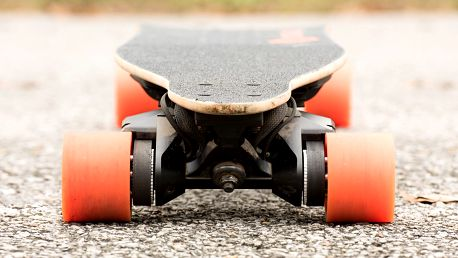 Půjčte si elektrický longboard na den i víkend