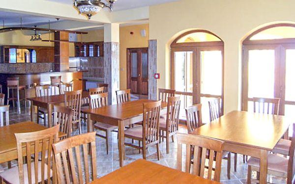 Podhájska v Penzionu Royal se snídaní, aktivitami a slevou do Římských lázní2
