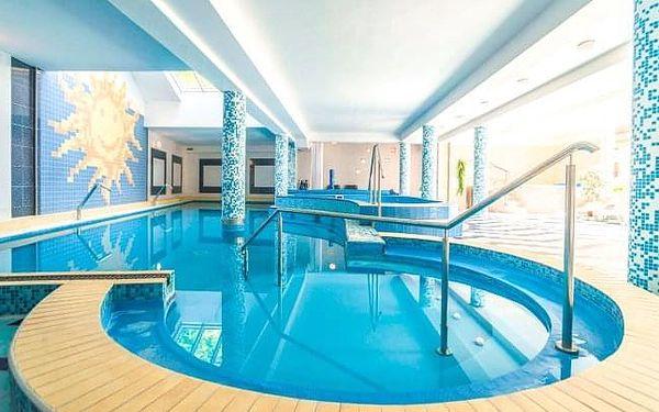 Trenčianske Teplice se vstupem do bazénů