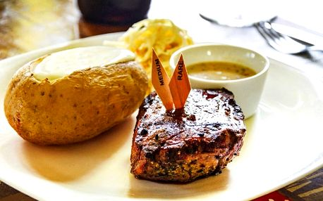 Steakové menu s masem podle výběru a lahví vína