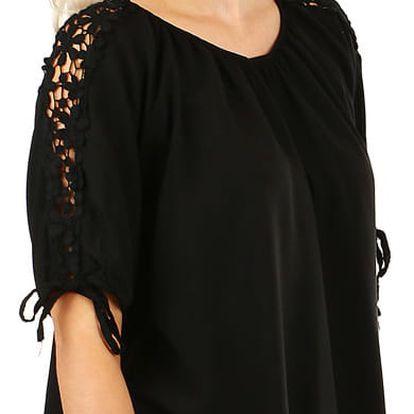 Volná dámská halenka s ozdobnými rukávy černá