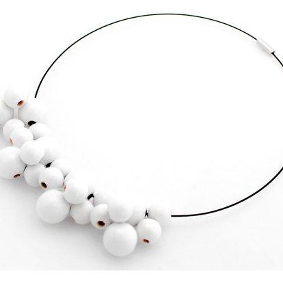 Bílý dřevěný náhrdelník Ko–ra–le Bubbles