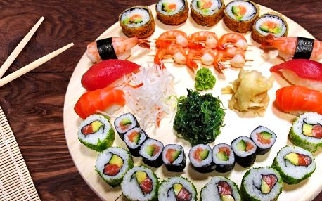 Sushi set s 33 ks: losos, tuňák, kaviár, krevety