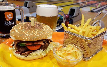 Pořádný hovězí burger s hranolky a nápojem