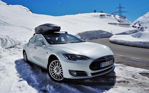 Limuzína i supersport, jízda ve voze Tesla Model S3