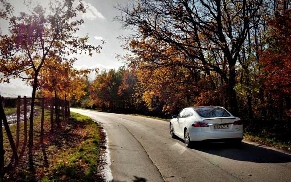 Limuzína i supersport, jízda ve voze Tesla Model S5