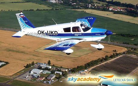 Pilotem letadla na zkoušku nebo vyhlídkový let v letecké škole Sky Academy v Příbrami