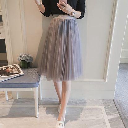 Krásná tylová sukně ke kolenům