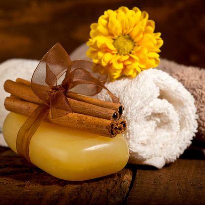 Relaxační wellness balíček pro dvě osoby v délce 120 min. Masáž, bahenní zábal, Garra Rufa, sauna.