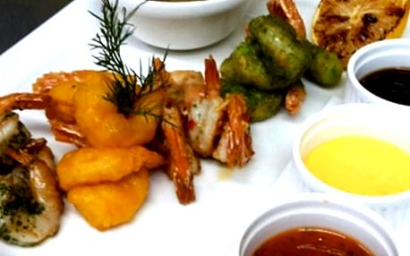 Tygří krevety připravované na 4 různé způsoby v krásné restauraci La Paluba v Kolovratech.
