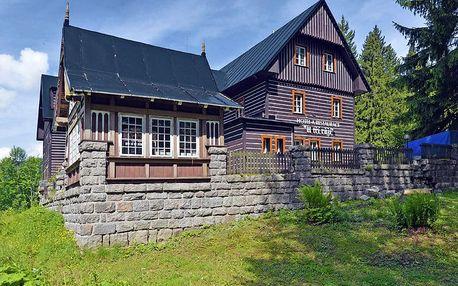 Letní Špindlerův Mlýn v hotelu v centru se vstupem do sauny a polopenzí + bobová dráha, jízdenky na Špindlerovku a další slevy