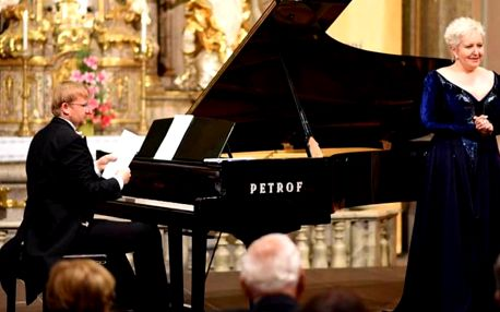 Koncerty klasické hudby: E. Urbanová a další