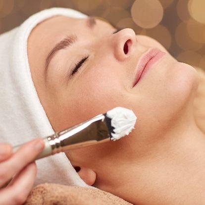 Ošetření pleti: čištění, masáž i úprava obočí
