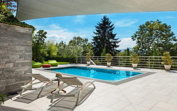 Hotel s venkovním bazénem