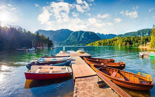Jezero Bohinj ve Slovinsku