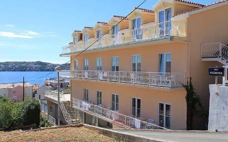 Chorvatsko - Trogir na 8 dní, polopenze s dopravou vlastní 100 m od pláže
