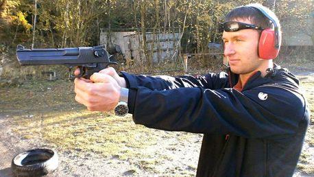 Střelba: na výběr 3 až 11 různých zbraní, 7 střelnic po ČR