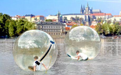 Vyběhněte na hladinu Vltavy: 10 minut zorbingu