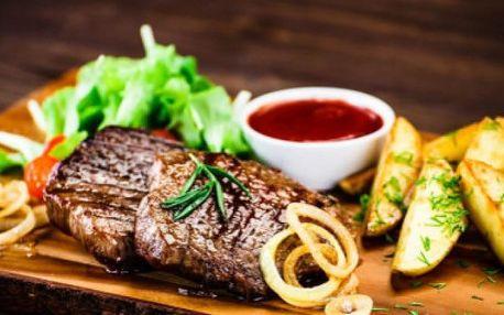 Kilo vepřových nebo kuřecích steaků s přílohou a salátem ve Švejk Restaurantu Strašnice