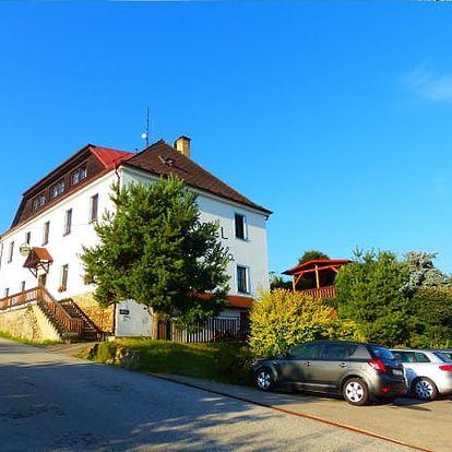 Podzimní pobyt v Hotelu Hořice Stará Škola pro 2 osoby na 3 dny s polopenzí. Zákusek, víno, masáž.