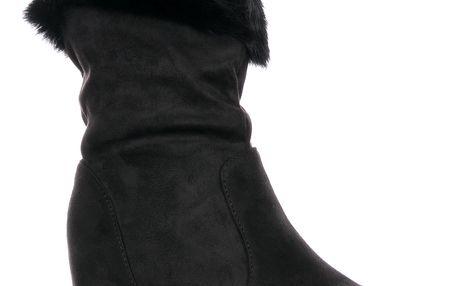 Fashion world Dámské polokozačky na klínovém podpadku s kožiškem