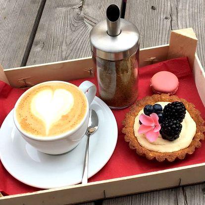 Výběrová káva či limonáda a francouzský dezert