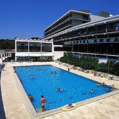 Chorvatsko - Hvar na 8 až 10 dní, plná penze nebo polopenze s dopravou letecky z Prahy nebo autobusem 50 m od pláže