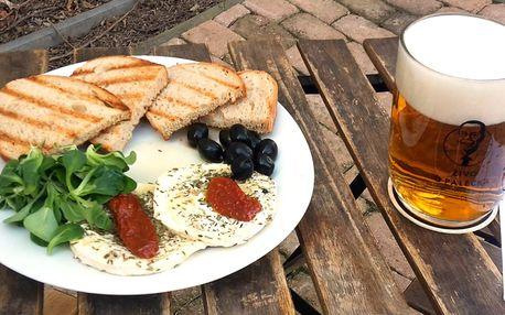 Nakládaný hermelín se sušenými rajčaty a olivami