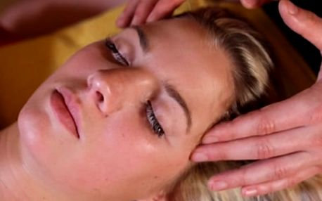 Uvolňující masážní hodinový rituál nebo 30 min. uvolňující masáž nohou a chodidel.