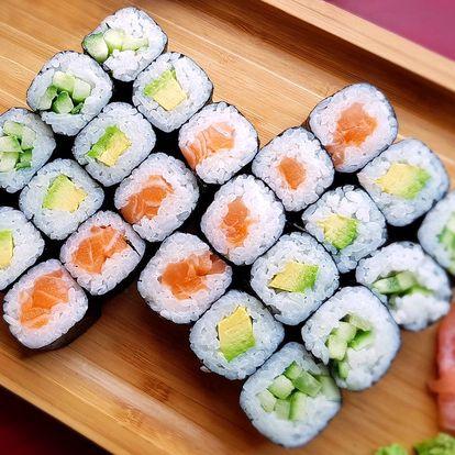 Sushi sety s wasabi i zázvorem k vyzvednutí