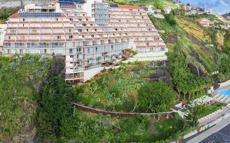 Madeira - Funchal na 12 dní, polopenze s dopravou letecky z Prahy přímo na pláži