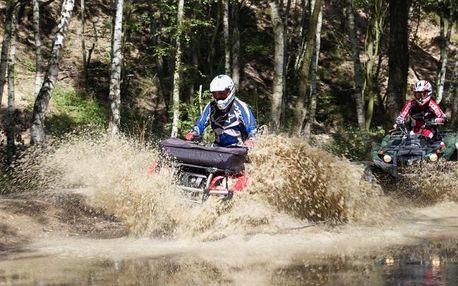 Jízda na čtyřkolce ATV v terénu