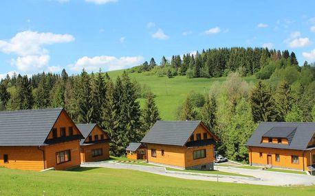 Jeseň v krásnych chatách v prírodnom prostredí Oravy
