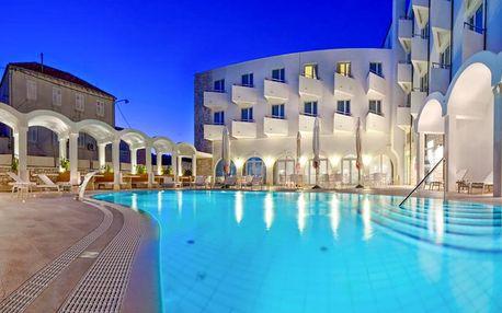 4* hotel s bazénem a polopenzí