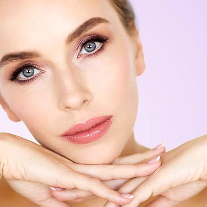 Nabitý kosmetický balíček: péče i o dekolt