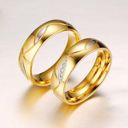 Snubní prstýnek ve zlaté barvě