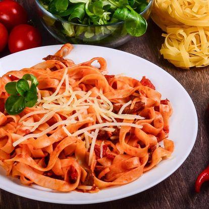 Polední menu: Domácí těstoviny tagliolini nebo carpaccio