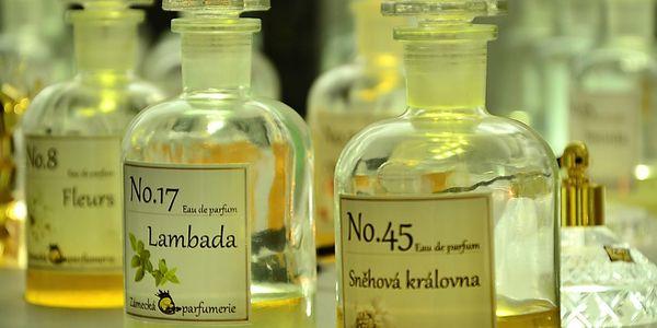 Namíchejte si svůj vlastní parfém v Zámecké parfumerii v Praze