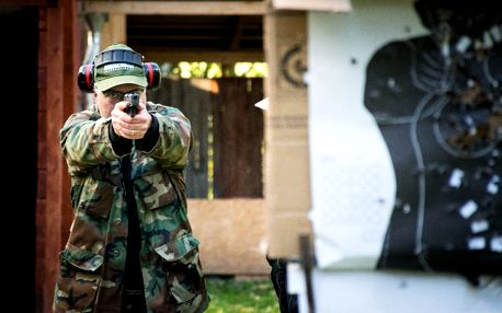 Zážitková střelba na kryté střelnici nedaleko Kutné Hory
